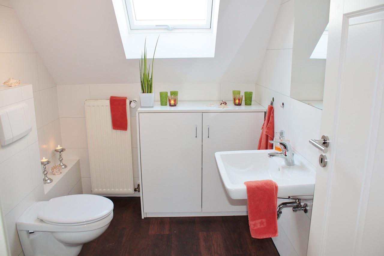 Hvid badeværelse