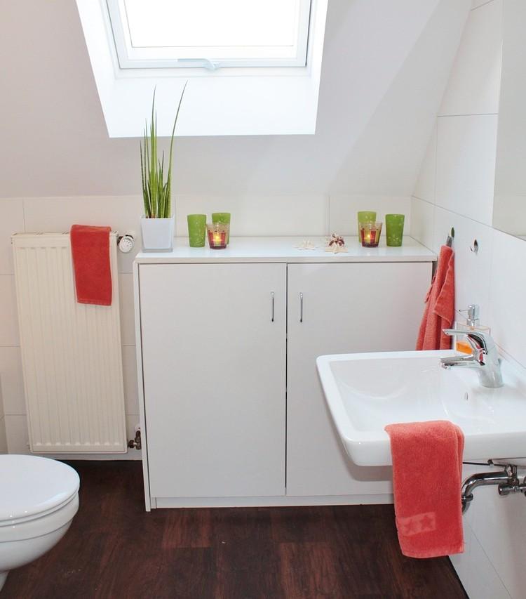Guide til indretning af små badeværelser   twinnies